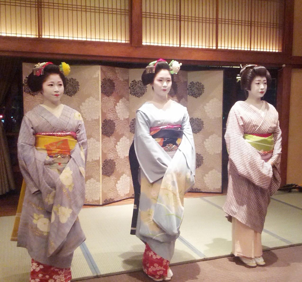 京都と言えば舞妓。伝統芸能の美をお愉しみください